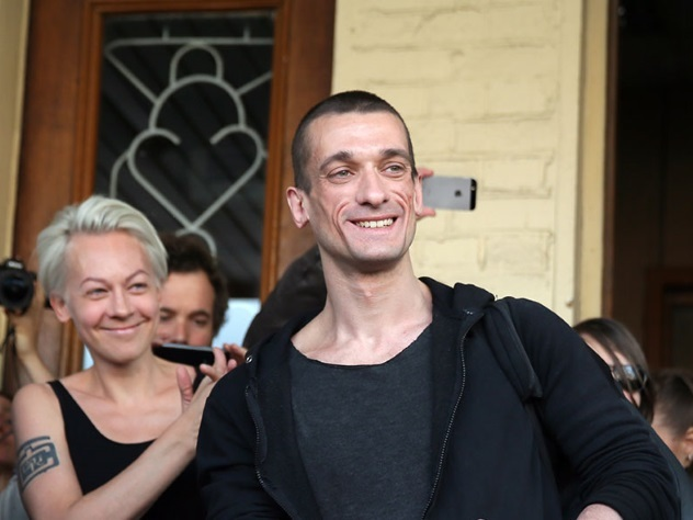 Босс Театра.doc поведала, что наделал сбежавший из РФ Павленский