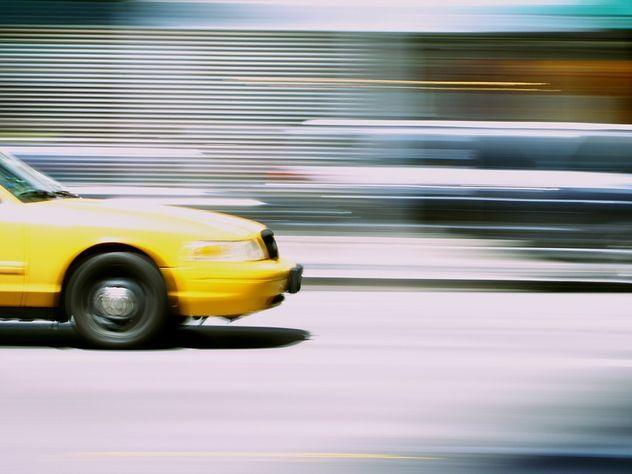 Нападение таксиста напассажирку с сыном попало навидео