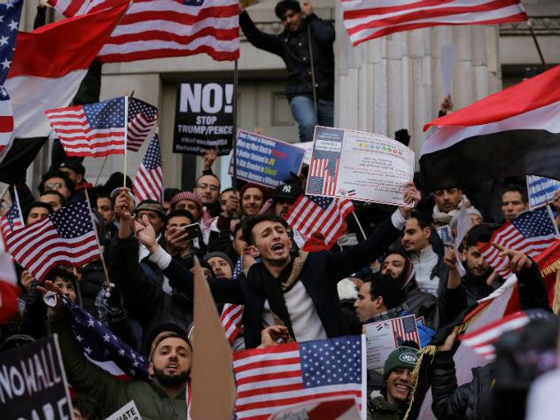 Опрос: 40% американцев спустя две недели правления Трампа поддерживают идею его импичмента