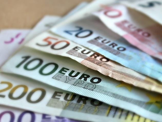 Школьник раздал одноклассникам родительские 10 000 евро