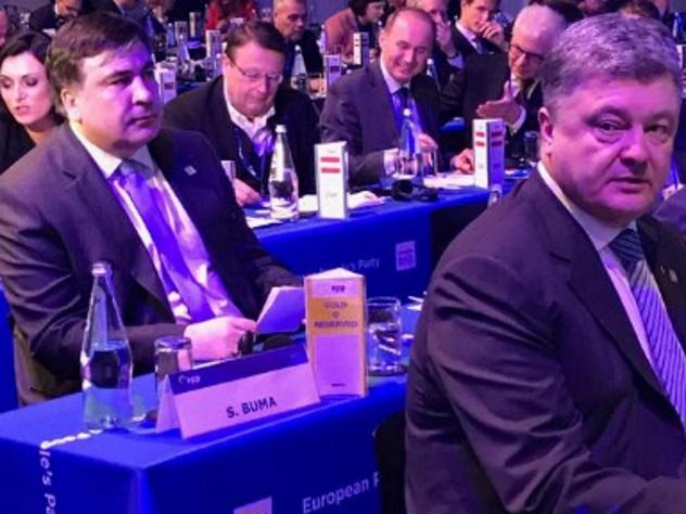 Вweb-сети появилось общее фото Порошенко иСаакашвили наМальте