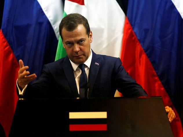 Медведев рассказал о сроках отмены продэмбарго