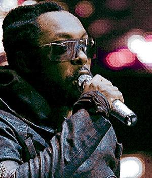 Темнокожий певец Will.i.am так и остался в тени