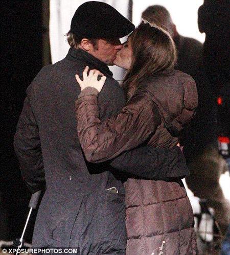 Анджелина ДЖОЛИ и Бред ПИТТ не устают целоваться на съёмочной площадке в Венгрии