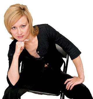 Карина АВДЕЕВА выходила замуж за Ивана не в белом платье, а в кримпленовом брючном костюме