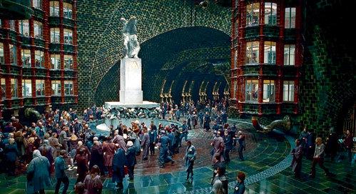 Центральный холл Министерства магии напоминает столичную подземку