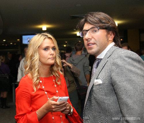 Пара сыграет свадьбу уже будущим летом. Фото: Paparazzi.ru