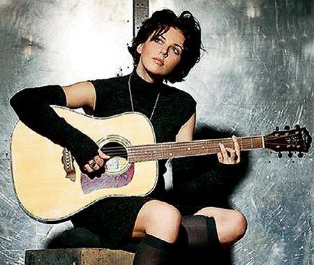 Наталию ВЛАСОВУ ВАЕНГА учила играть на гитаре. В благодарность та украла у подруги хит