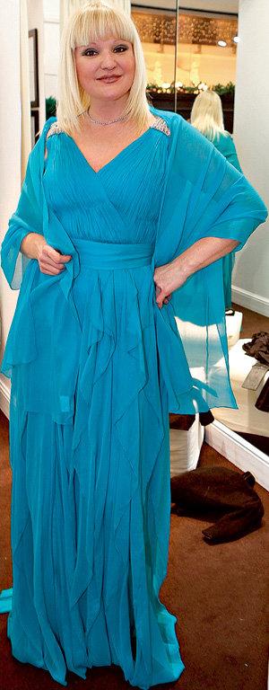 ….но на пятую свадьбу певица выбрала голубое платье