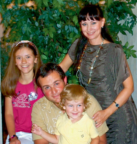 Нонна с мужем Александром, дочерью Анастасией и сыном Ильей