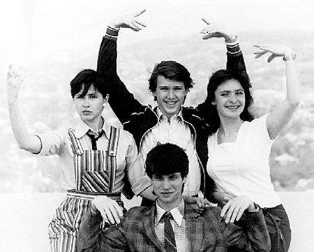 С Верой и Машей (сверху) готовил пластические этюды (1984 г., г. Саратов)