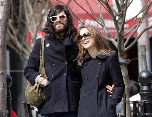 Натали ПОРТМАН с бывшим возлюбленным фолк-певцом Девендрой Банхартом. Нынешний жених Натали явно посимпатичнее