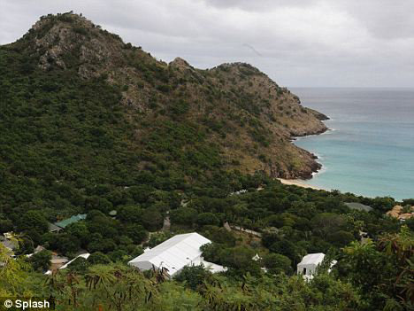 Все поместье АБРАМОВИЧА на побережье Сент-Бартса оцепили плотным кольцом охраны.