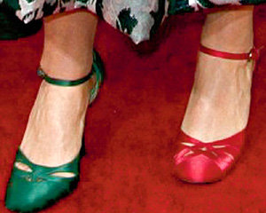 ...и в разных туфельках