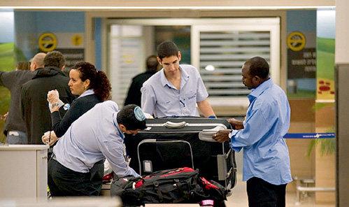 Личный досмотр израильские пограничники производят так тщательно, что он может занять больше часа