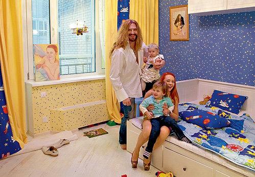 В детской спальне Мика-Анжеля всегда шум и гам