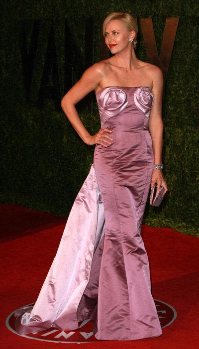 Шарлиз ТЕРОН - лицо марки Dior. Неудивительно, что именно в платье от Диор она появилась на прошлогоднем Оскаре