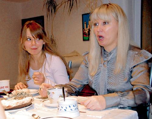 Дочь певца Кристина и её мама Надежда в своей немецкой квартире