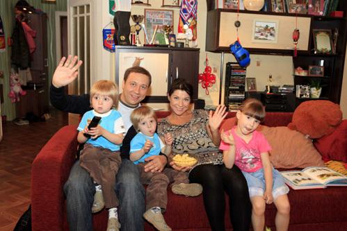 Егор ДРОНОВ и Екатерина ВОЛКОВА с детьми (Маша ИЛЬЮХИНА, Филипп и Кирилл ВОРОБЁВЫ)