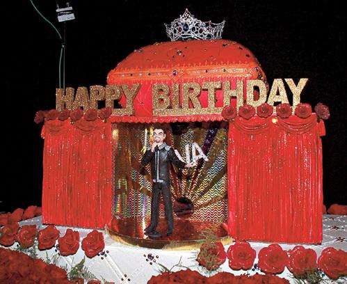 Прямо с концерта кошерный десерт с марципановой фигуркой певца увезли в детский дом