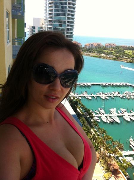 В Майами Анфиса с другом поселились в квартире, которую сдает её подруга. Вид с балкона - шикарный!