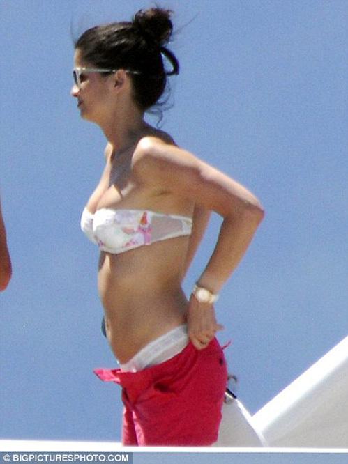 ...зато его супруга Шерми, бывшая модель, выглядит прекрасно