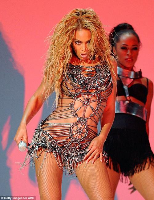 БЕЙОНСЕ на церемонии Billboard Music Awards.