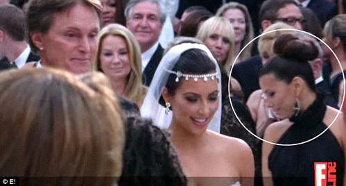 Ева ЛОНГОРИЯ (в круге) была в числе гостей на свадьбе