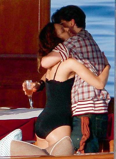 Поцелуй - лучшая закуска к шампанскому