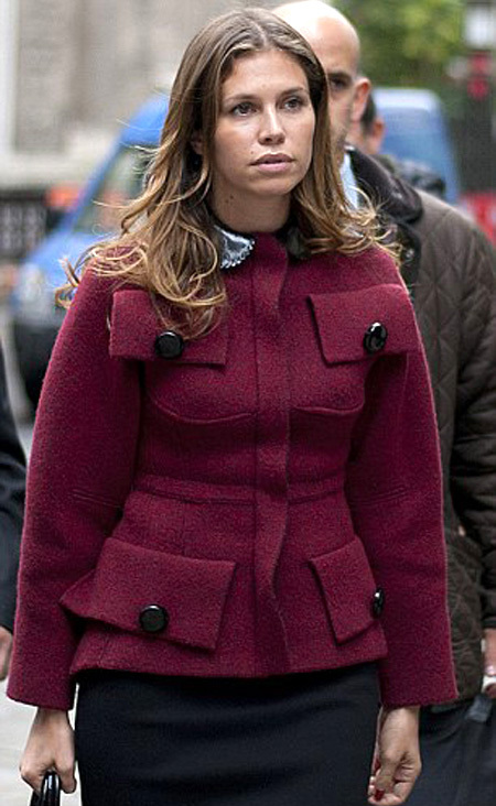 ЖУКОВА пришла в суд в нелепом бордовом жакете (фото Daily Mail)