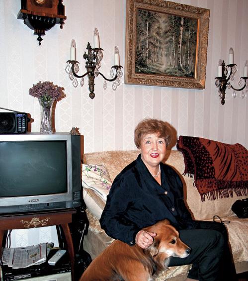 Светлана Алексеевна обожает своего пса Рыжика. И очень переживает за его судьбу: мол, собака молода, а её хозяева уже вступили в деликатный возраст