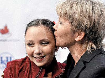 Светлана ВЕРЕТЕНННИКОВА (справа), вместе с дочкой Лизой перебралась в Питер  (Фото: REUTERS)