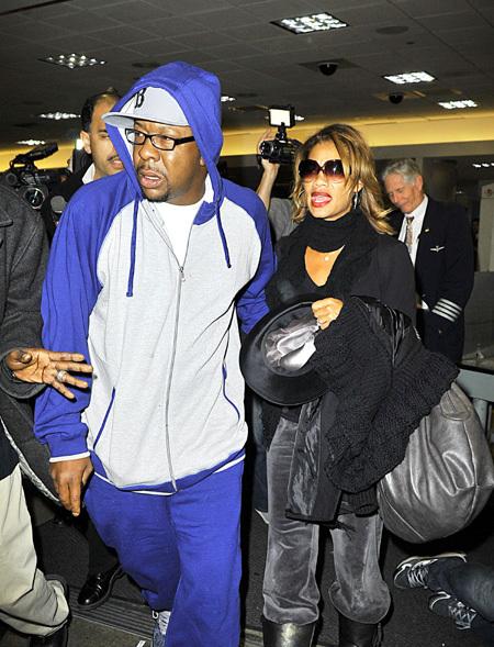 Экс-супруг Уитни ХЬЮСТОН Бобби БРАУН прилетел в Лос-Анджелес вместе со своей нынешней женой Алисией