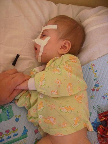 Таким Сережа БЕСЕДИН был в 8 месяцев, когда он попал в больницу во второй раз после побоев собственной матери. (фото Елены СЕМИБРАТОВОЙ).