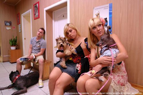 Аня (Анна СЛЮ) обожает четвероногих. Фото Дениса ИОРДАНОВА/официальная группа проекта vk.com/gai_germanika