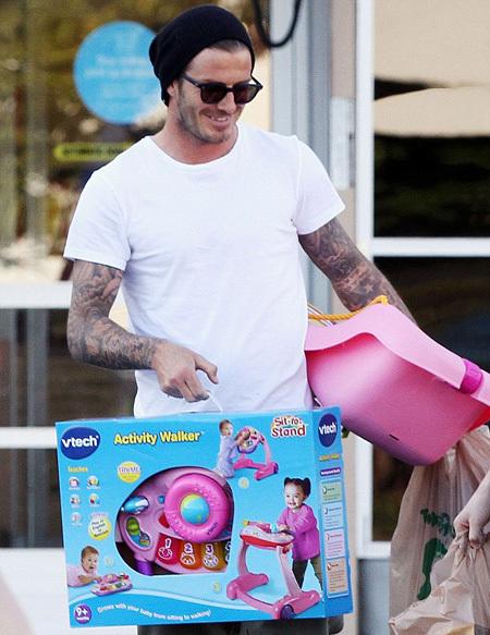 Дэвид покупает для своих детей всё самое полезное