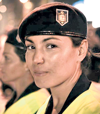 Девушка-полицейский Николь