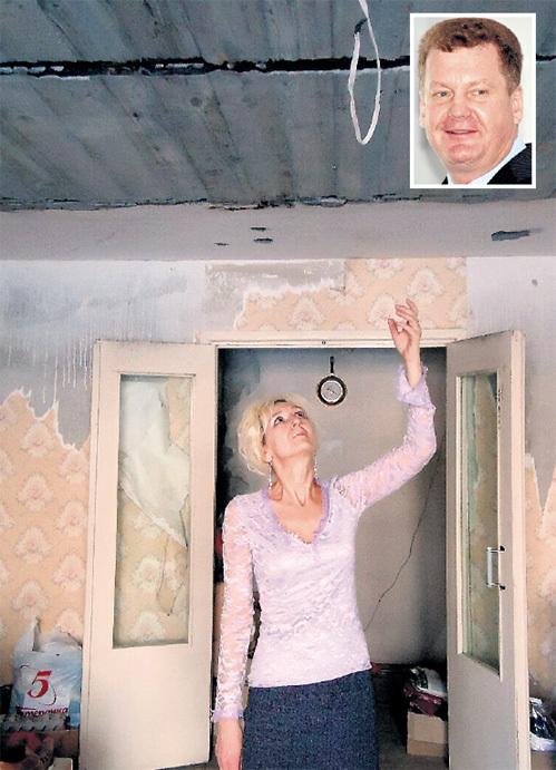 По вине строительной компании, возглавляемой Евгением РОГОЗОЙ (справа), потолок в квартире Ольги может рухнуть в любой момент