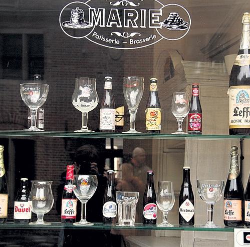 К каждой марке пива бельгийцы выдумывают подходящий бокал