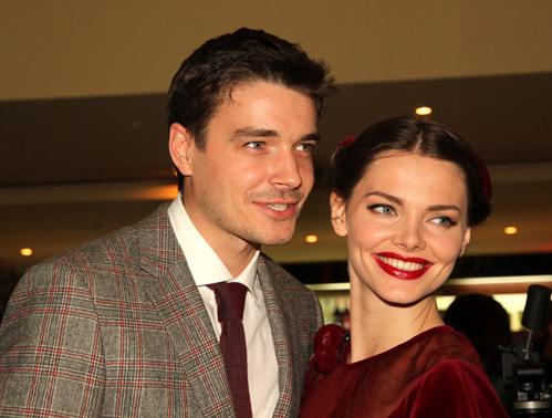 Счастливые роджители Лиза и Максим