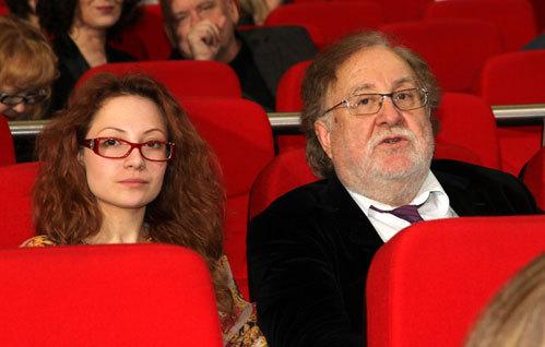Анатолий МАЛКИН появился на церемонии вручения кинопремии «Ника» с молоденькой незнакомкой