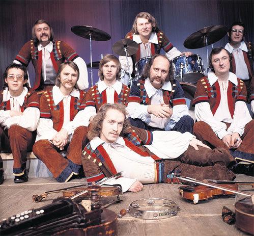 БОРТКЕВИЧ (на переднем плане) был одним из ведущих солистов «Песняров» на протяжении десяти лет