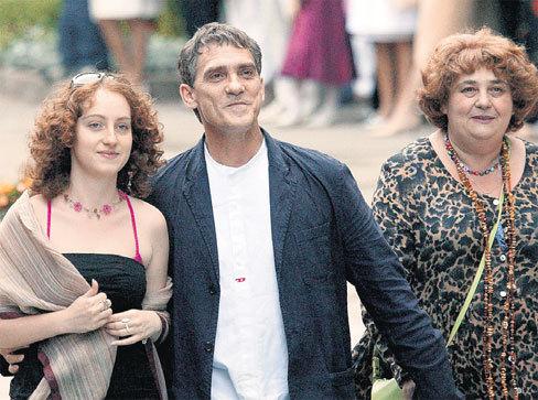 С женой Екатериной и дочкой Никой (2005 г.). Фото ИТАР-ТАСС