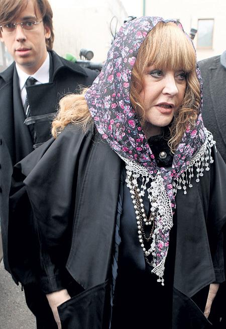 Алла Борисовна не просто затеяла суд РЕЗНИКА с бывшей женой, говорят, она приютила Муниру - предположительно в подмосковном имении на Истре