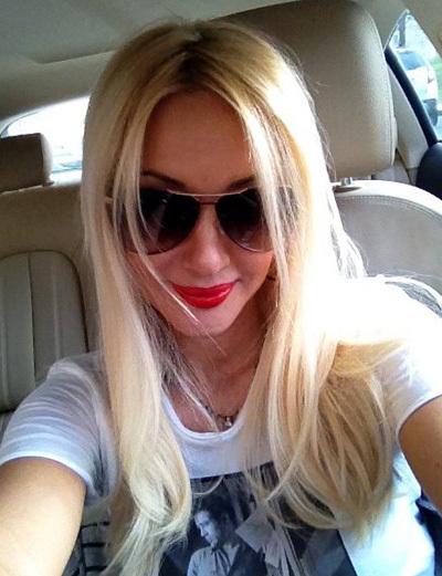 Лера нарастила длинные волосы (фото из Твиттера телеведущей)