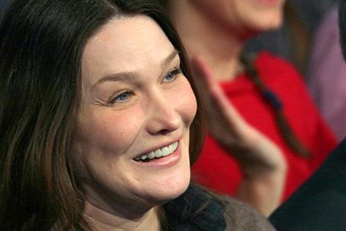Эксперты утверждают, что Карла перестаралась с уколами ботокса - из-за них она стала похожа на бурундука