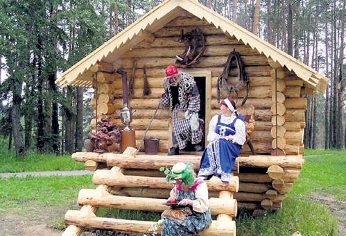 Домик Бабы-яги в селе Кукобой приносит нехилую прибавку в бюджет Ярославской области (фото vk.com)