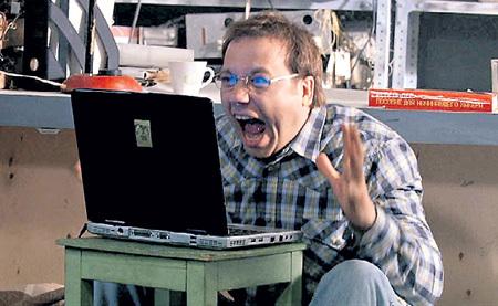 В ситкоме «Неудачников.net» ДРОНОВ изобразил эмоционального романтика-идеалиста