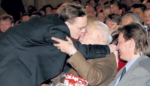 Вячеслав ТИХОНОВ не интересовался семьёй сына и познакомился с внуком лишь на своём 80-летии
