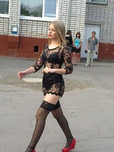 Настя пришла за аттестатом в черном нижнем белье. (Фото: vk.com)
